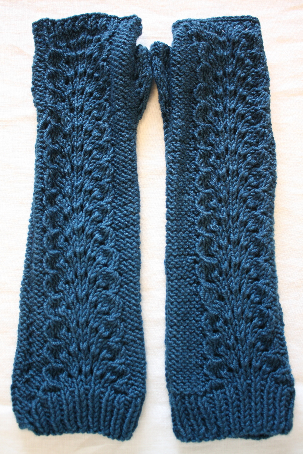 Lettuce Knit Arm Warmers Pattern, Stitch Nation by Debbie Stoller
