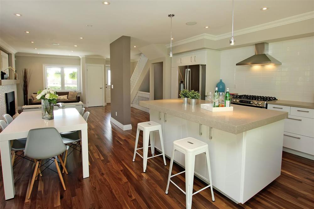 occupied home staging - kitchen dining