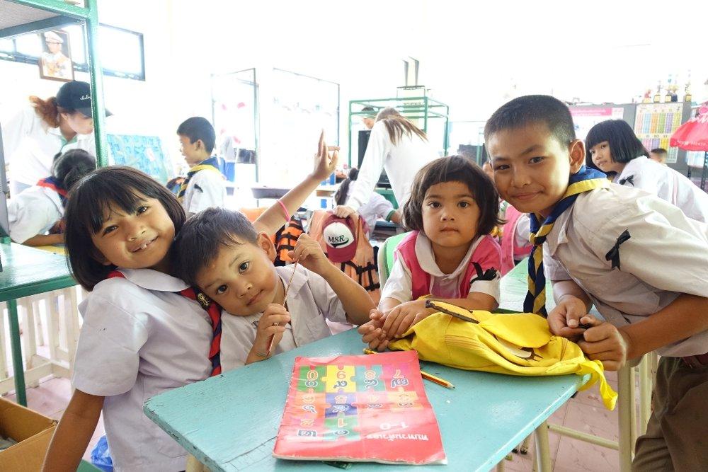 Baan Wang Pla Students.JPG