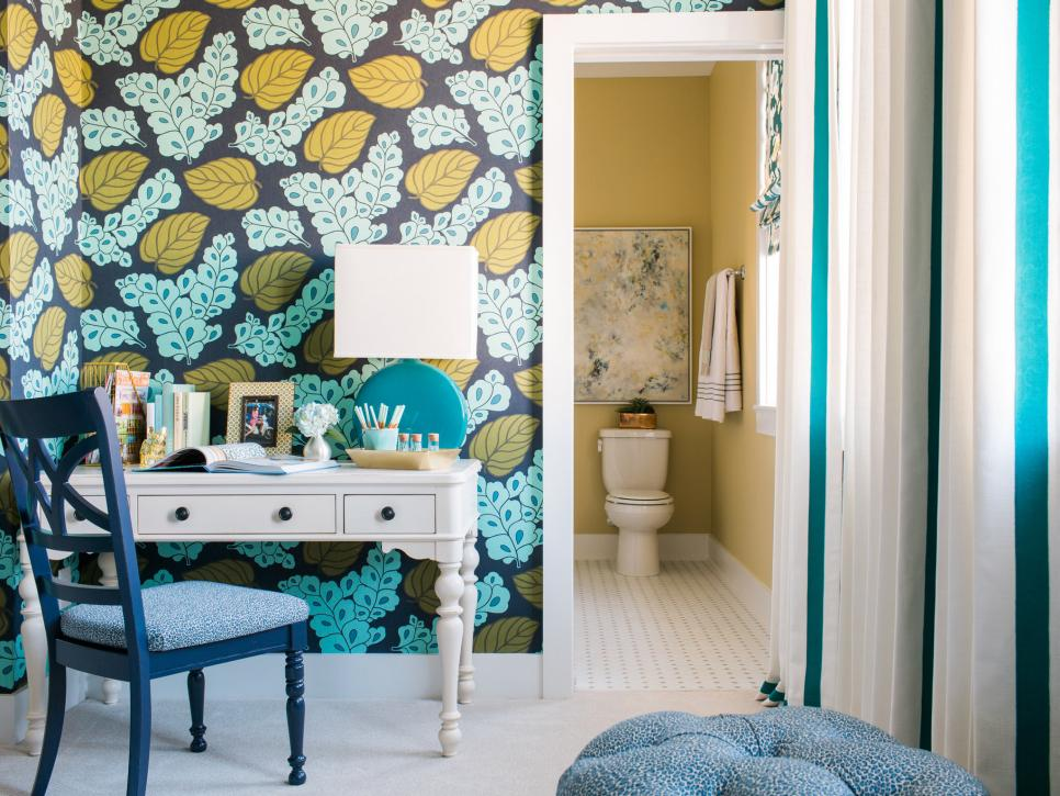 sh2016_guest-room-desk-into-bathroom_h.jpg.rend.hgtvcom.966.725.jpeg