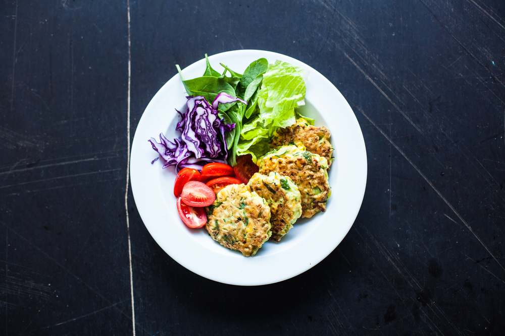 Sweetcorn and zuccihini fritter with fresh rainbow veggies - www.madelinelu.com