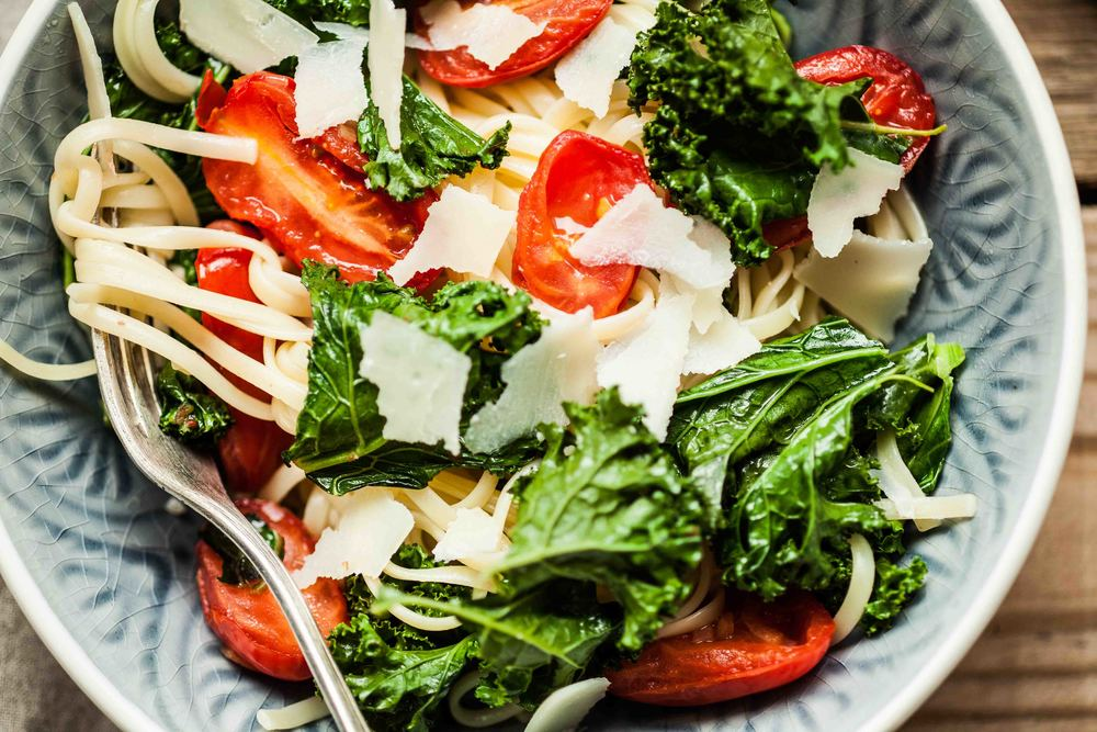 Linguine with Kale, Tomatoes and Parmesan Cheese - www.madelinelu.com