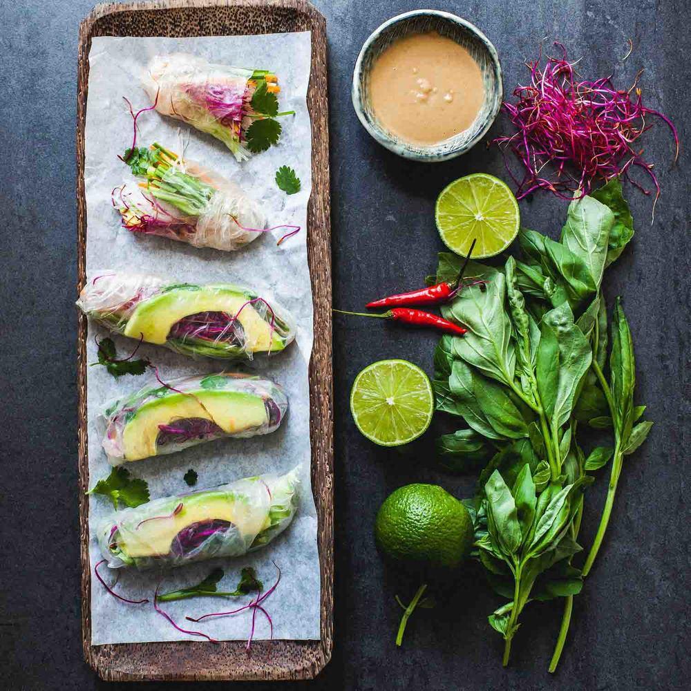 Vietnamese Vegan Summer Rolls with Peanut Sauce - www.madelinelu.com