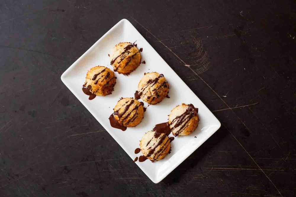 Gluten-free Dark Chocolate Coconut Macaroons - www.madelinelu.com
