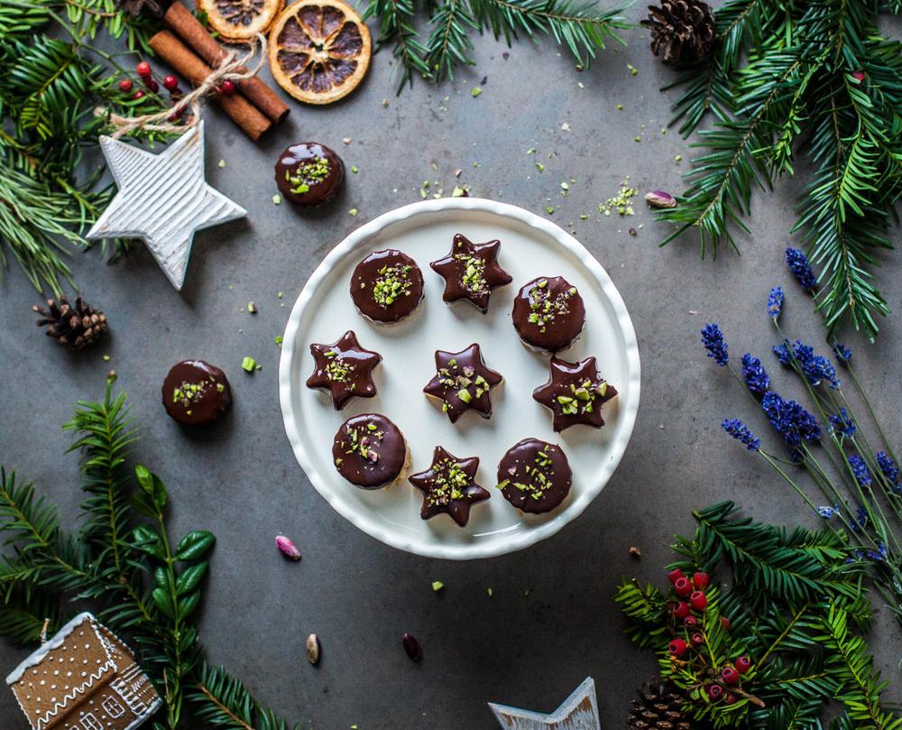 Almond Marzipan Chocolate - www.madelinelu.com