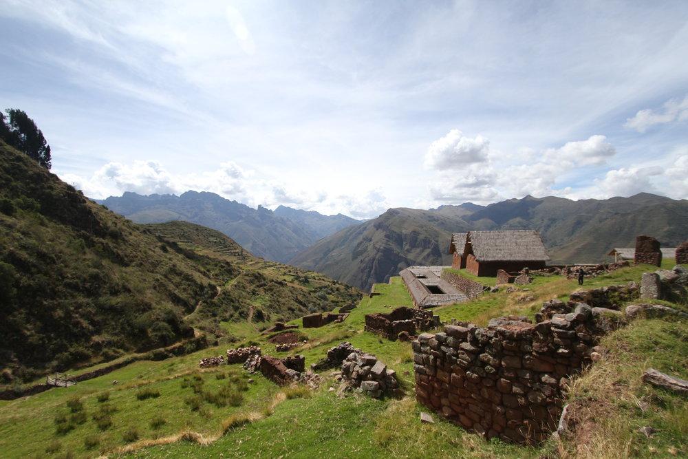 Huchuy Qosqo Inca Trail and Ruins