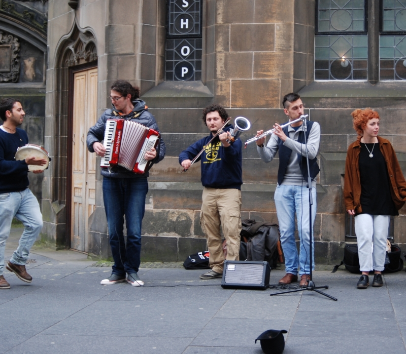 Italian_Folk_Musicians_in_Edinburgh.JPG