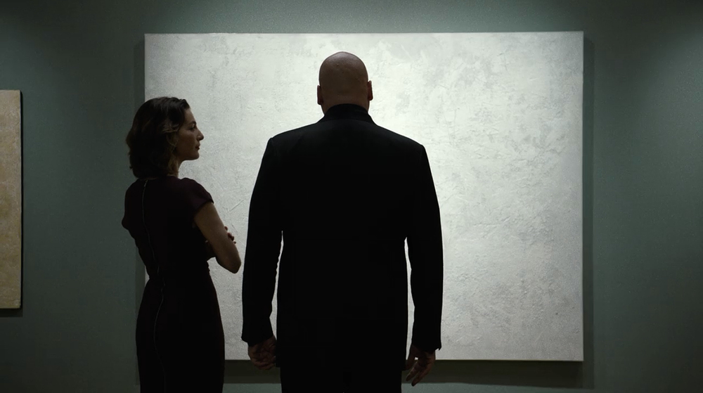 Wilson Fisk (Vincent D'Onofrio) buying art from gallery owner and would-be girlfriend Vanessa Marianna (Avelet Zurer)