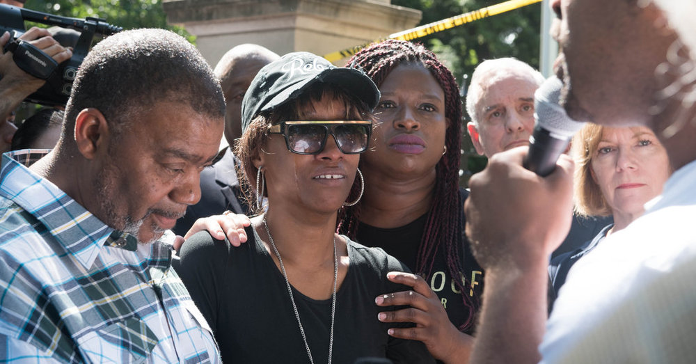 Diamond Reynolds (center), who live-streamed the death of her fiance Philando Castile at the hands of police on her phone.