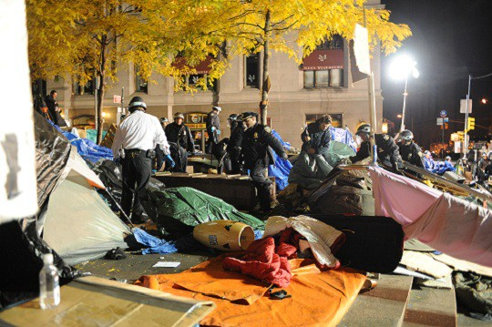 Police raid the Occupy Wall Street encampment in Zuccotti Park, November 2011.