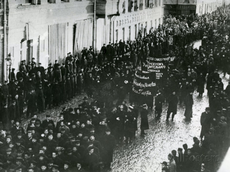 Workers demonstrate in St. Petersburg, 1905.