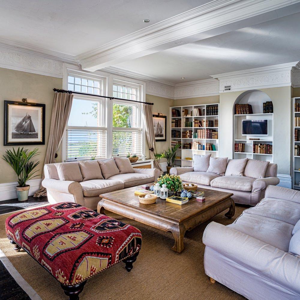 manor-lounge.jpg