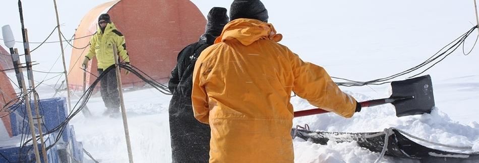img-digging-snow.jpg