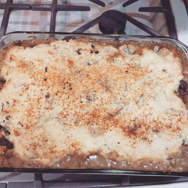 #Rachaelray got me cooking Shepards pie like I know what I'm doing #foodnetwork #30minutemeals #foodporn #yumyum