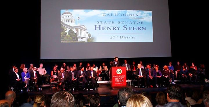 Photo of Senator Henry Stern swearing-in ceremony.