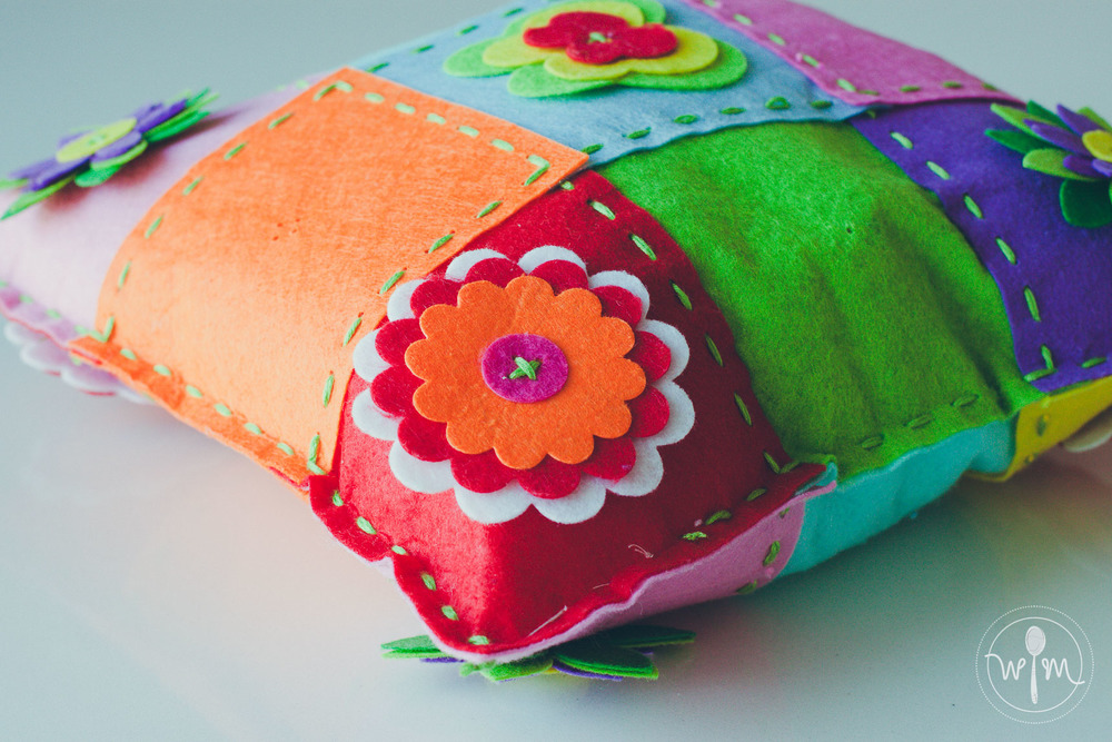 Here's Hermione's finished splicing cushion. She simply calls it a colorful pillow.
