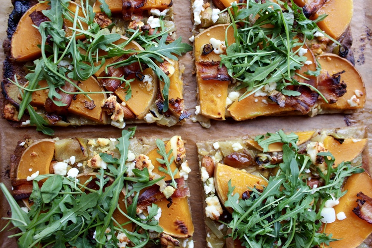 Oven baked Flatbread Pizza with Rocket Salad and Feta