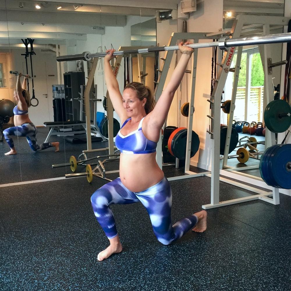 Superbehagelig sommer-tøy fra Odlo, perfekt til trening på varme sommerdager!