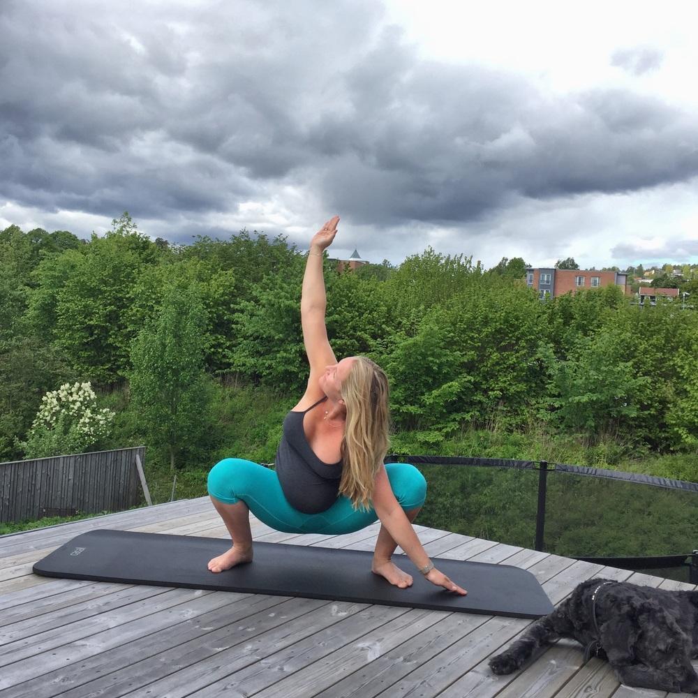 Dyp squat med armstrekk
