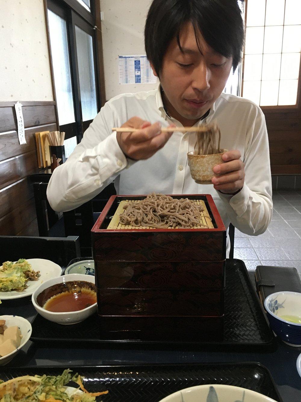 長野オフィス近くの蕎麦屋へ