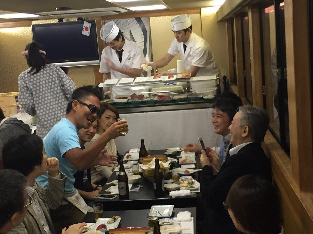 屋形船でお寿司パーティー