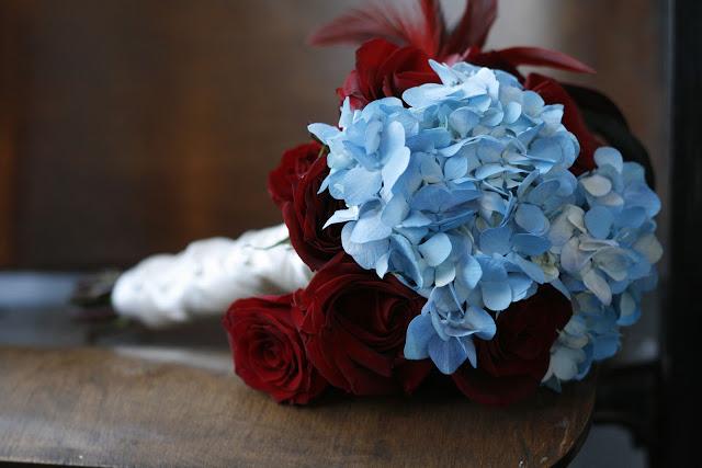 greenfinch-floral-design-marathon-music-works-jennifer-dunaway-photography-hydrangea-rose-feather-bouquet19.jpg