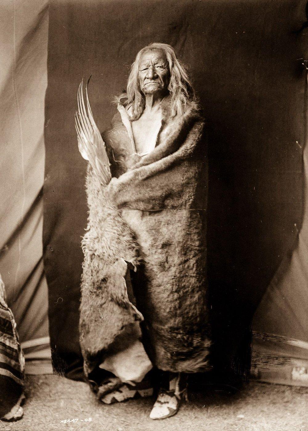 Black Eagle, an Assiniboin man,  1908.  ©EDWARD S. CURTIS/LIBRARY OF CONGRESS
