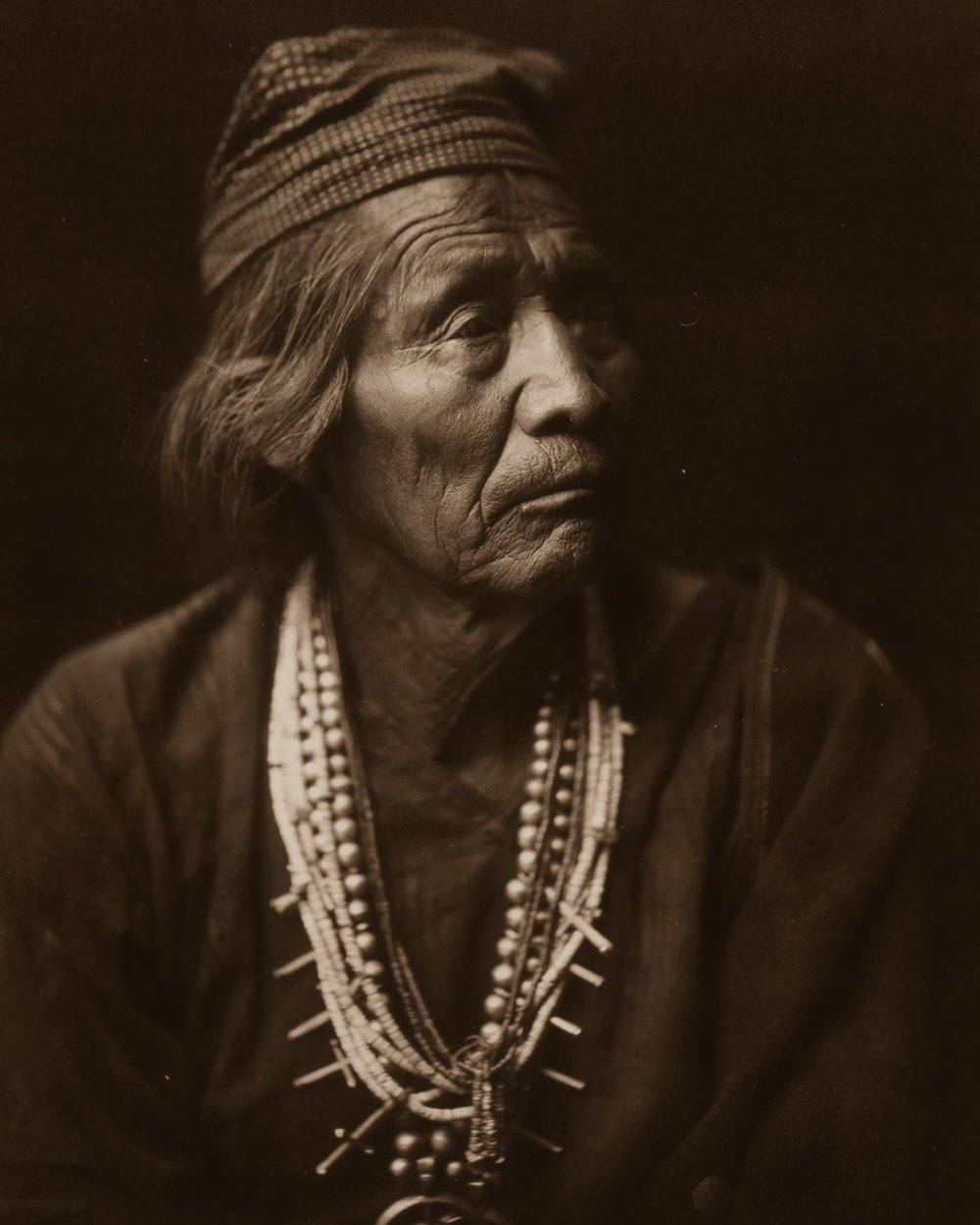 Nesjaja Hatali, Navajo medicine man,  1904.  ©EDWARD S. CURTIS/LIBRARY OF CONGRESS