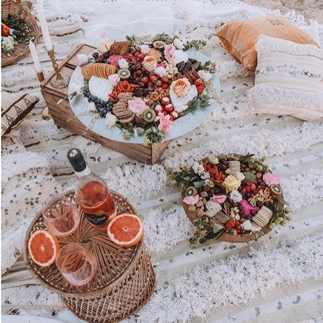What Sundays are made for: a relaxing day at the beach & good company over food and wine. . . . . . . . . . #healthylifestyle #foodie #fruits #wine #sunday #sunbathıng #travelphotography #drinkswithfriends #watermelon #content #picnic #beach #beachlife #beachparty #goodtimes #goodcompany