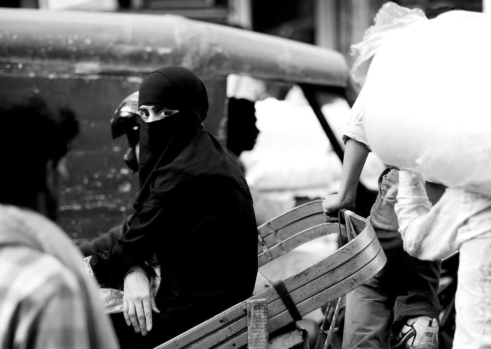 The Looks. Old Delhi, India 2011. ©Jens Lennartsson