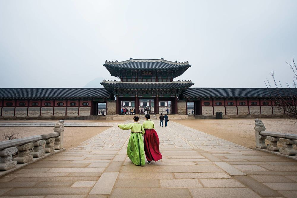 Young girls on their way to a temple in Seoul, South Korea @Jens Lennartsson