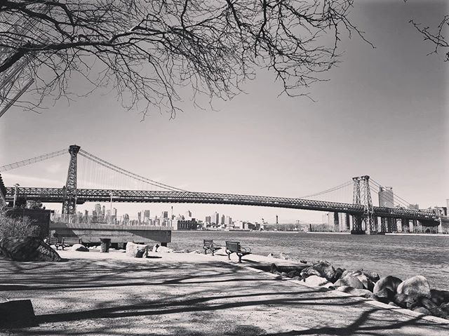 Feels good to be back :) lets work ! :) Williamsburg bridge . . . . #williansburg #williamsburgbridge #brooklyn #nyc #nycphotography #spring #newyork #blackandwhitephoto #instagood