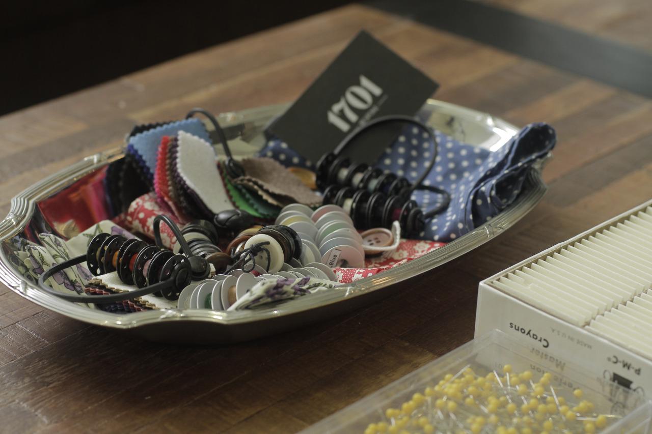 Buttons, threads, melton and handkerchiefs.