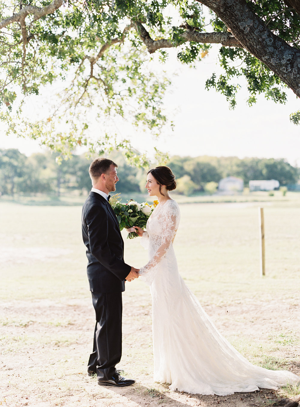 Stunning backyard wedding at a horse ranch, by Dallas destination wedding photographer Tracy Enoch