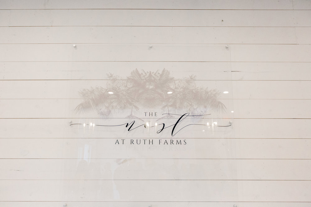 Romantic barn wedding at the Nest at Ruth Farms by Dallas destination wedding photographer Tracy Enoch