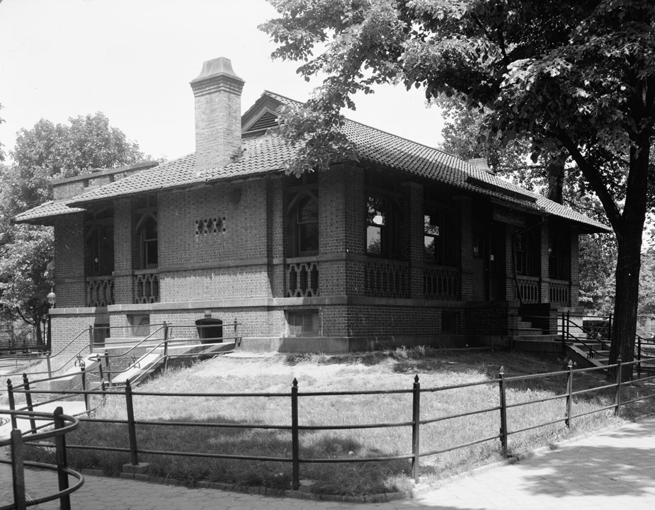 Former public library in Herbert Von King Park, Brooklyn, 1944. Department of Parks & Recreation collection, NYC Municipal Archives.