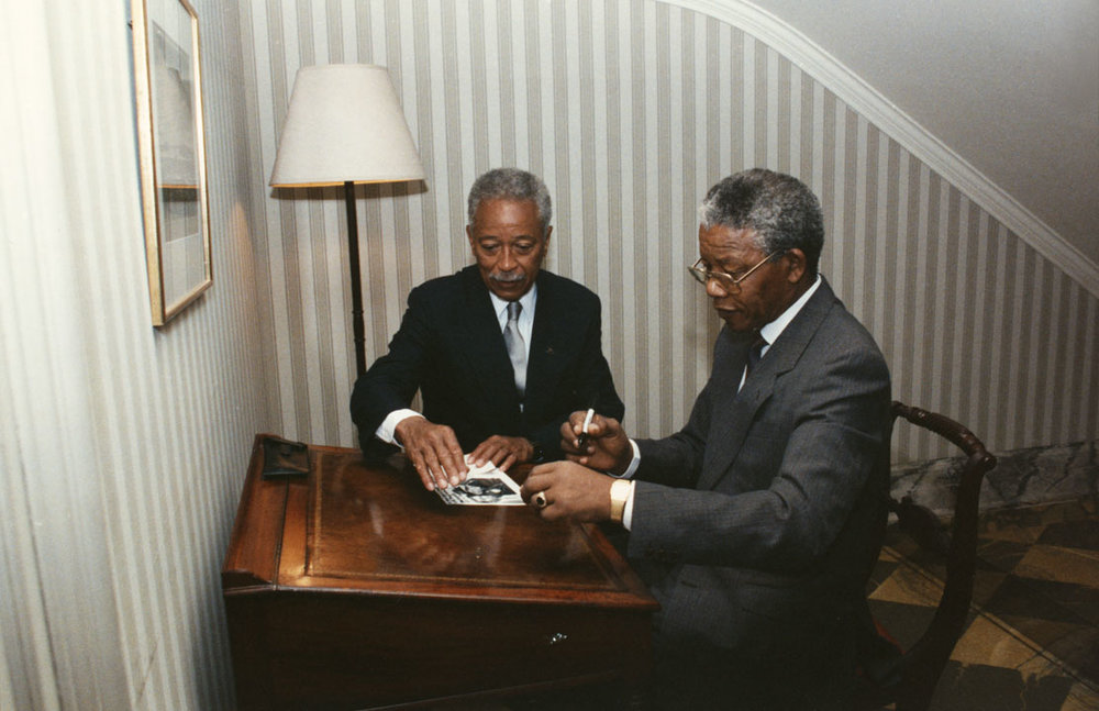 Nelson Mandela signs Gracie Mansion guest book, June 23, 1990.  Mayor David N. Dinkins Photograph Collection, NYC Municipal Archives.