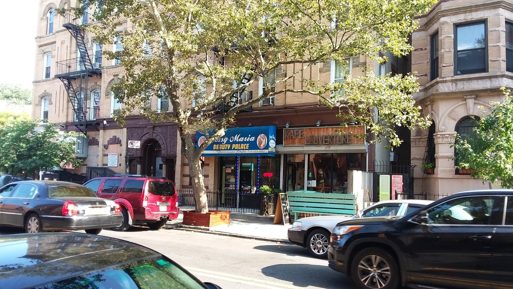 Kafe Louverture, 392 Halsey St.