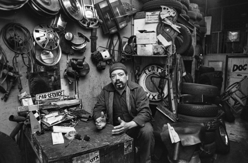 Tire shop, location unknown, 1989. Photograph by Larry Racioppo.