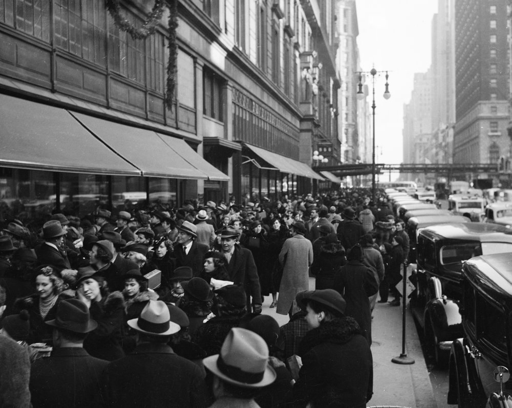 Christmas shoppers on West 34th Street, in front of Macy's, ca. 1937. WPA Federal Writers' Project Collection, NYC Municipal Archives.