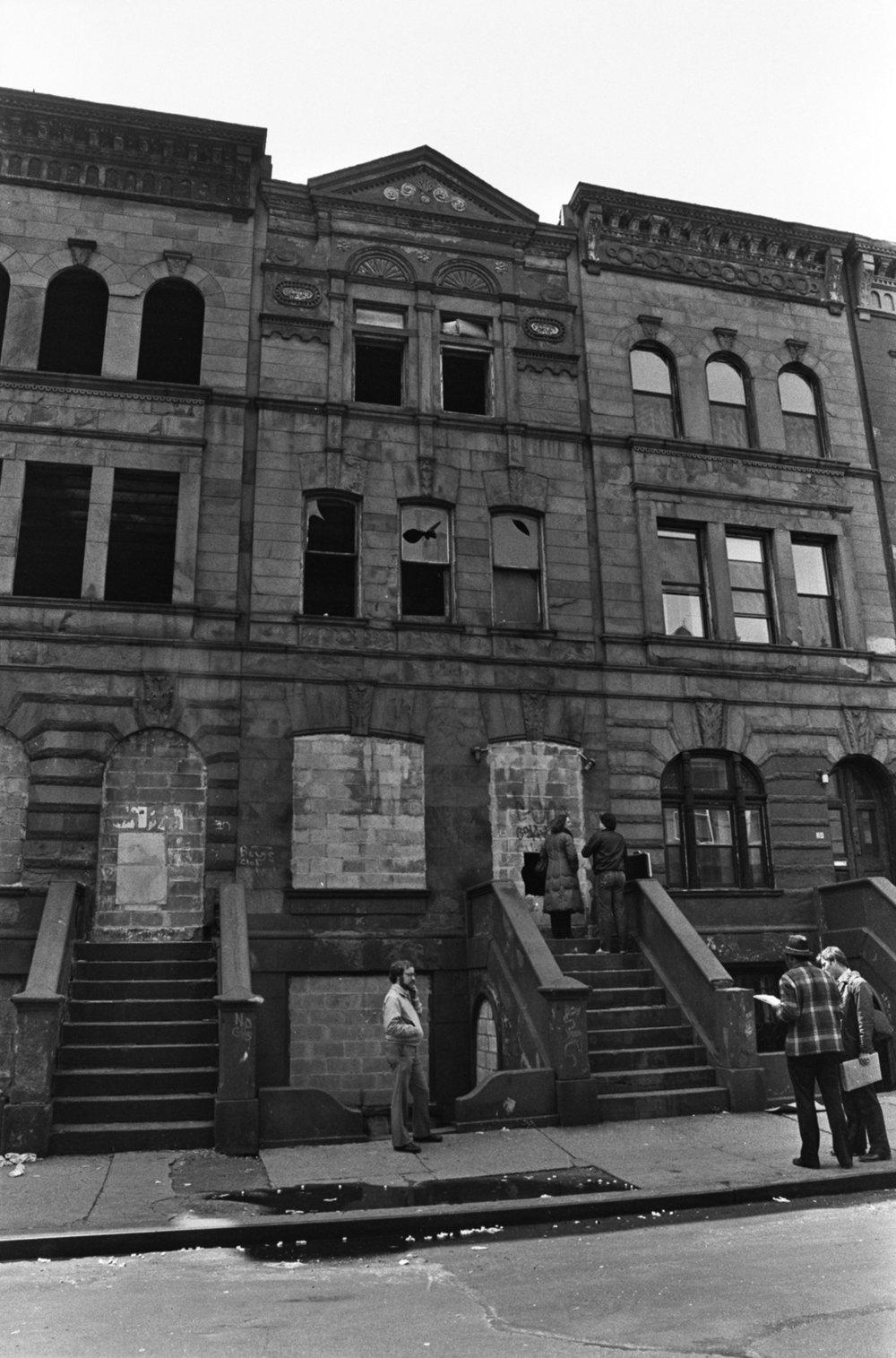 Building sales, Manhattan, April 1983. Photograph by Leonard Boykin.