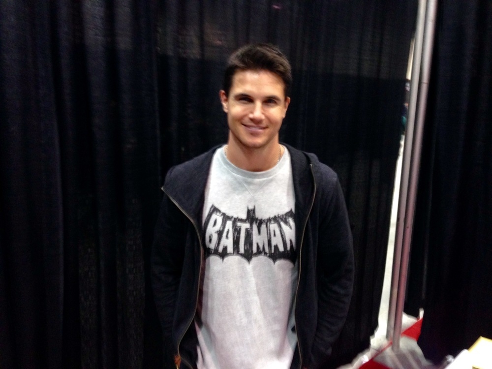 Actor Robbie Amell  - Ronnie Raymond/Firestorm from the CW series The Flash - at the 2015 Calgary Expo. (Photo credit: Chris Doucher ~ GeekNerdNet.com)