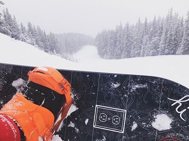 🏂 is @reecespbc outlet! Where do you plug 🔌 yourself in?  #whatsyouroutlet #snowboarding
