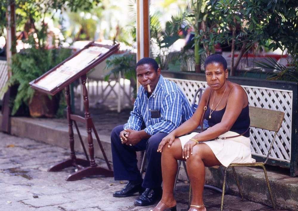 Cuba_man-cigar-with-woman-Cuba093.jpg