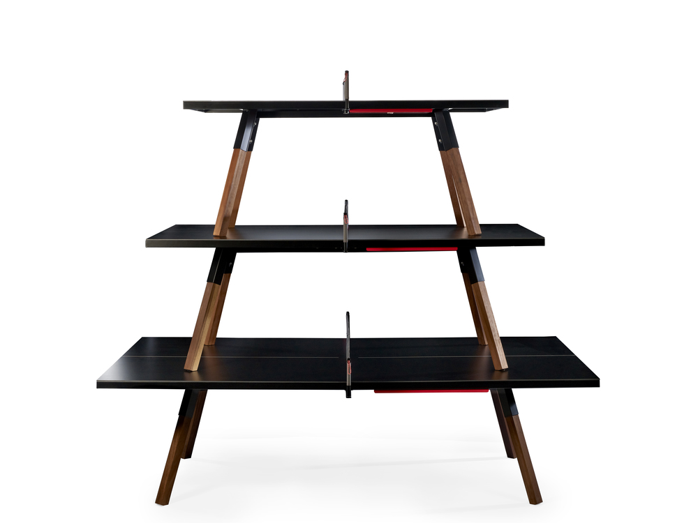 """Spisebord, arbeidsbord eller pingpong-bord? Bordene """"You&Me"""" kan brukes til både jobb og lek."""