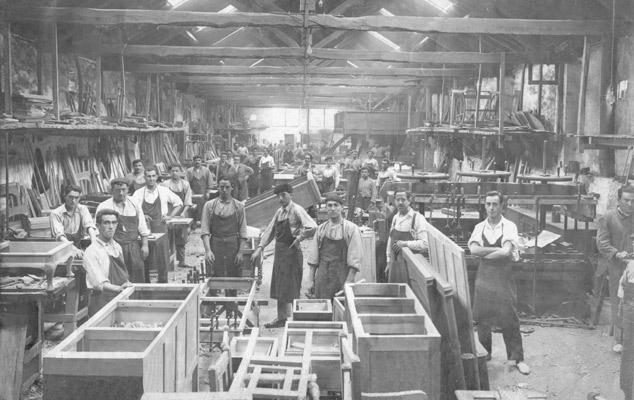 Etablert i 1947, har Treku gjennomført en industrialisering av fabrikken med mål å ta vare på den menneskelige kompetansen og erfaringen som kommer framanuelt håndtverk.