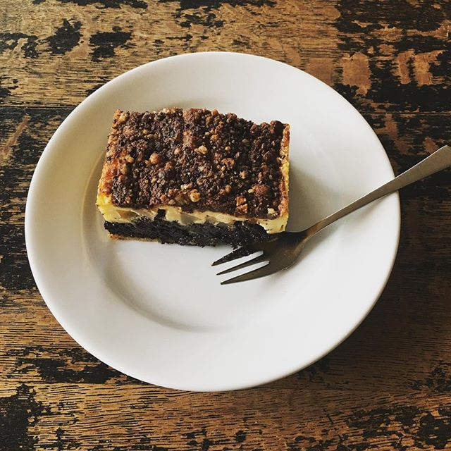 ...ein guter Kuchen ist einfach was feines...👍 Auch dabei ist die Qualität der Zutaten entscheidend..👍 Wir bevorzugen überwiegend regionale Zutaten und bei Möglichkeit in Bio-Qualität..🙏 Der hier abgebildete Birnen, Mohn, Schmand-Kuchen ist auch mit unseren Genen gut vereinbar...💪 Bei Fragen zur GEN-Optimierten Ernährung einfach PN...👍 Wünschen Euch einen genialen Sonntag..🙏 Florian & Karl  #100werden #twinsbar #leistungsstark #nature #twins #freunde #puma #adidas #kuchen #dna #geneticbalance #berge #bayern #bio #natur #familie #bodyinvestment #gene #a #b #c #bild