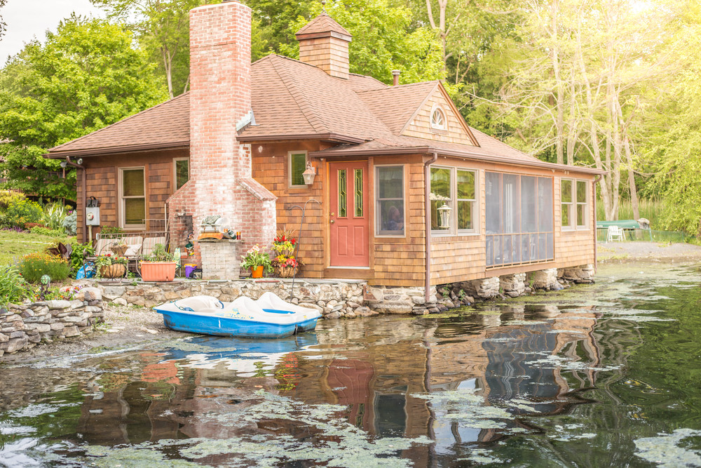 Dreamy lake cottage!  Sign me up to live here!