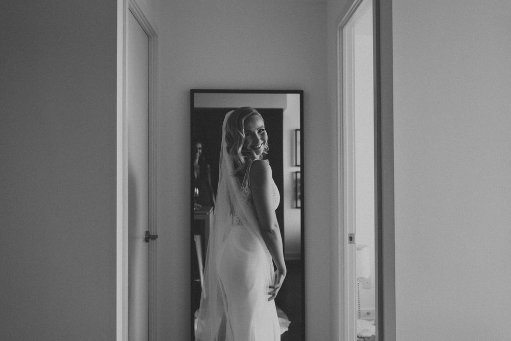Thompson-Landry-Gallery-wedding-photos-Toronto-by-Sam-Wong-of-Artanis-Collective-Polina-Zarko_0008.jpg