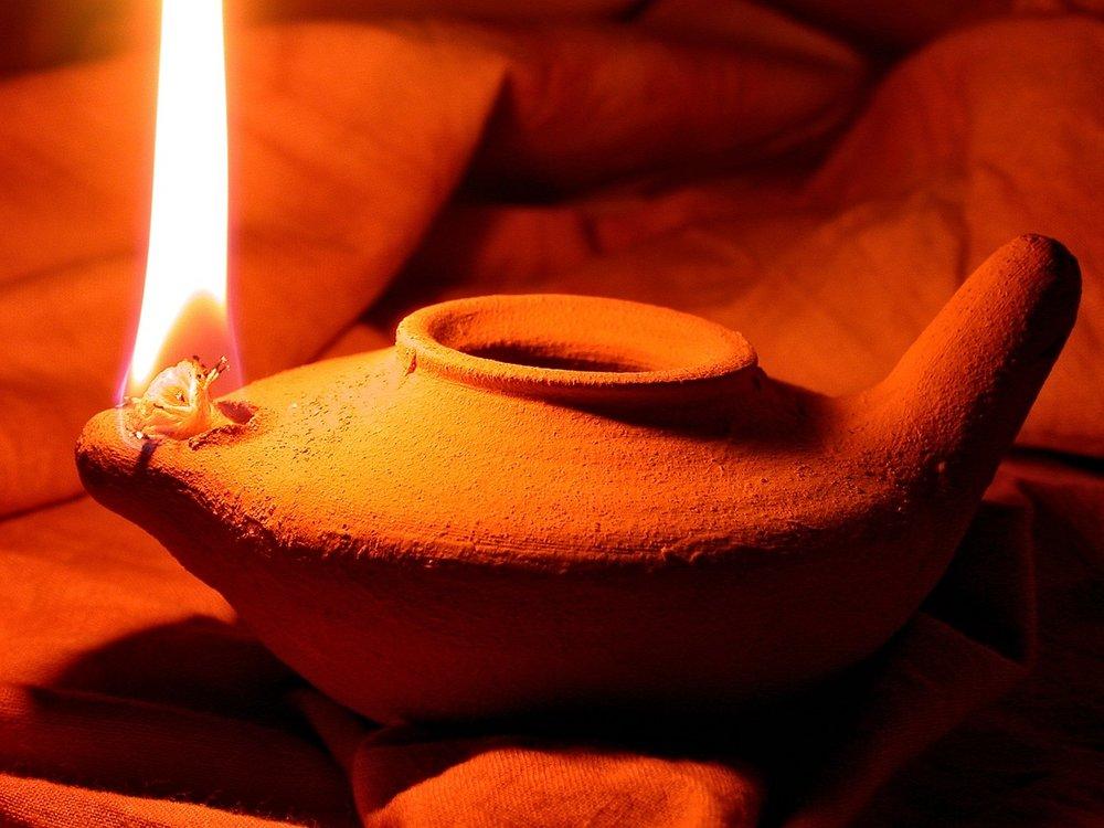 oil-lamp-1346754_1280-2.jpg